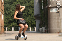 There are two highlights in Airwheel electric motors S6: mini size and intelligence.