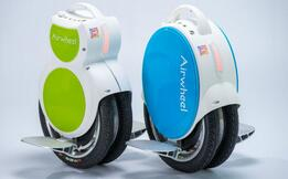 Airwheel twin-wheeled self-balancing scooter adopts the latest aviation aluminium pedal featuring level one hardness and better duration.