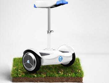 You can ride Airwheel mini electric scooter S6 to attend party on Christmas Eve with envious attentions from the passers-by.