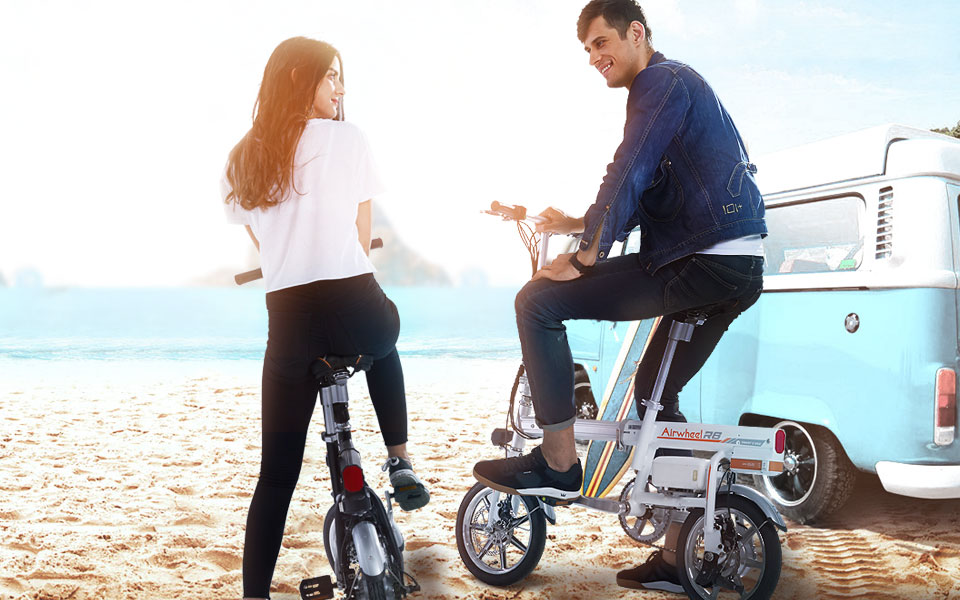 Airwheel R6 bicycles with power assist