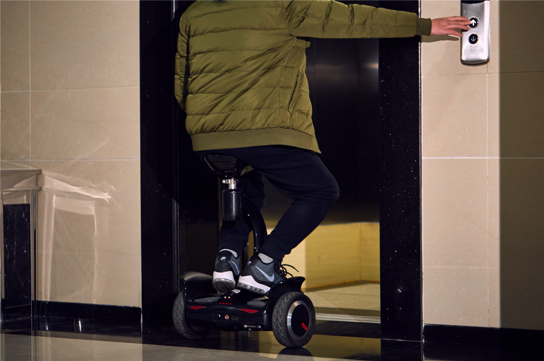 Airwheel S8 mini robot scooter