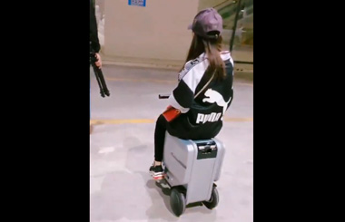 Airwheel SE3 ridable suitcase