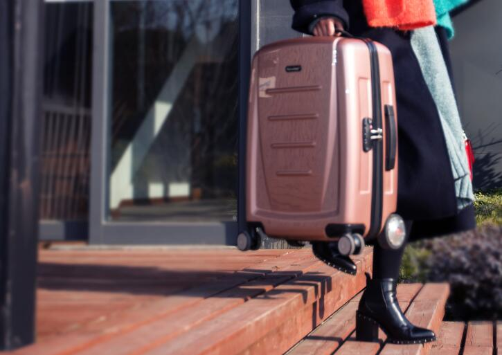 Airwheel SR3 auto-following suitcase