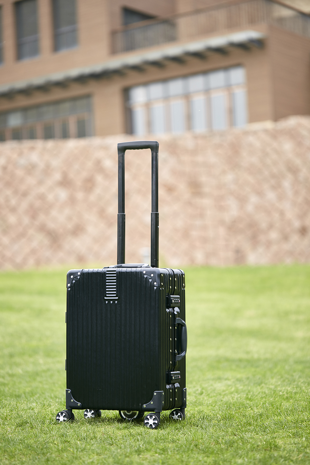 Airwheel SR6 smart suitcase