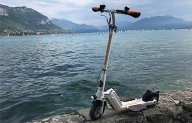 Airwheel Z5 powered scooter