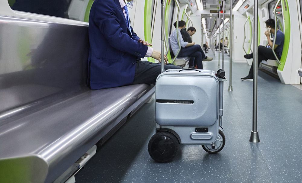 Airwheel motorized suitcase