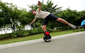 Airwheel Q1 self-balancing scooter