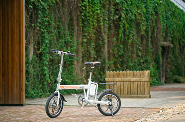 Airwheel R5 electric assist bikes review