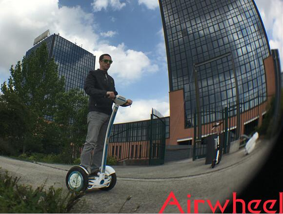Thanks to its small size and light weight, people can put Airwheel in backpack or store it any small place easily.