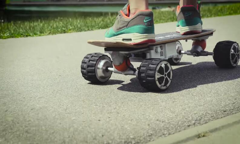 This weekend, ride Airwheel M3 self-balancing air board to have a change.