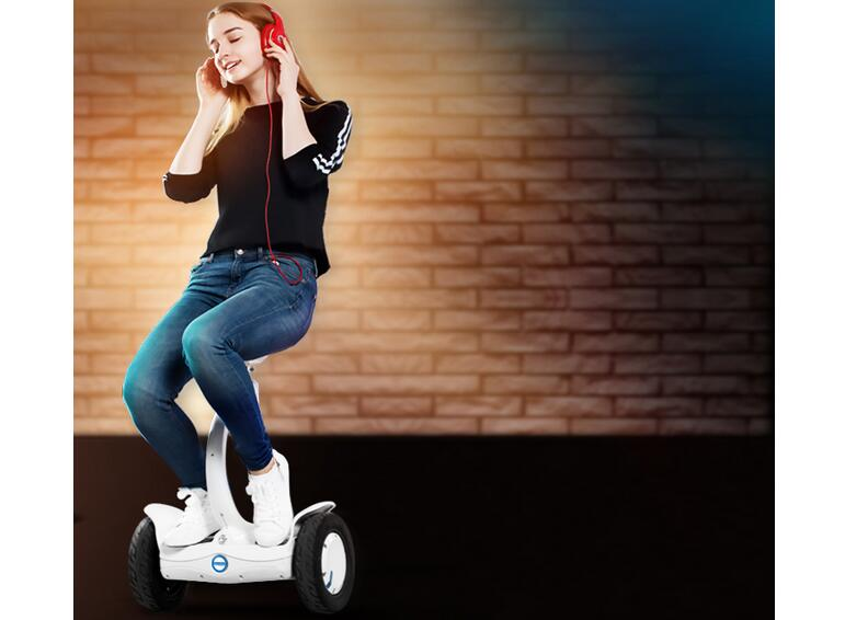 Airwheel S8 two wheel saddle-equipped scooter helps old people enjoy themselves totally without consuming too much strength.
