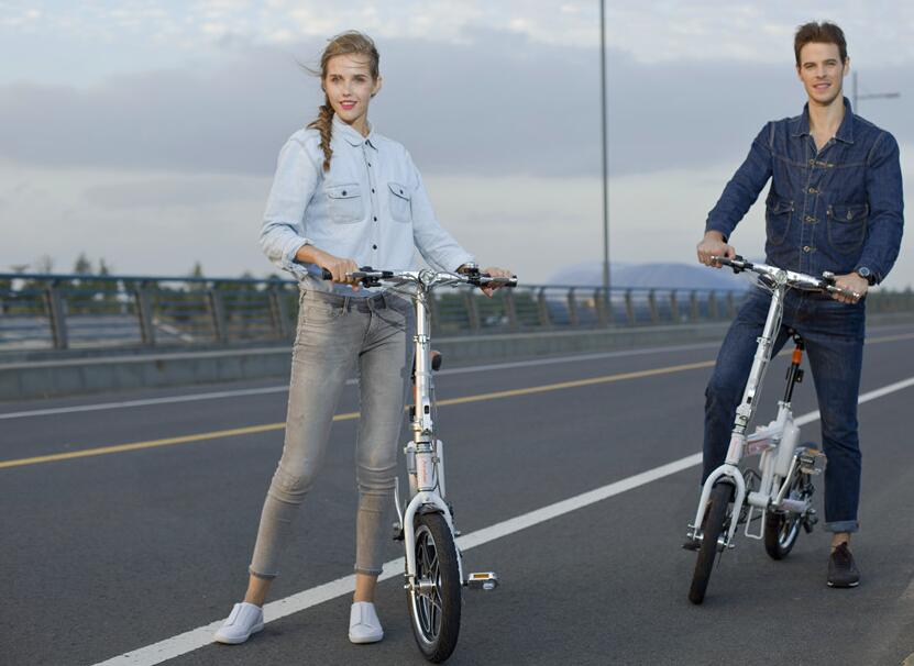 As the first electric moped bike and third e bike in Airwheel, R5 was born unique.