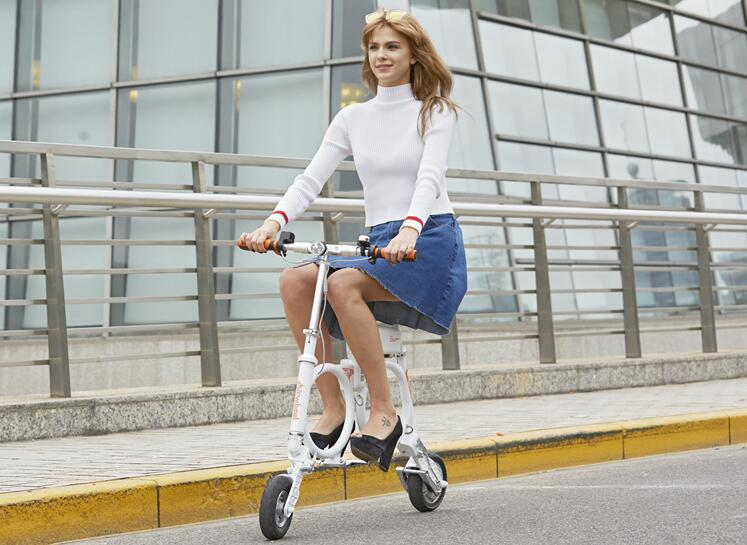 In leisure time, Airwheel E3 backpack E bike gives people a relaxing and enjoyable trip. People can ride it and enter into the depth of the nature.