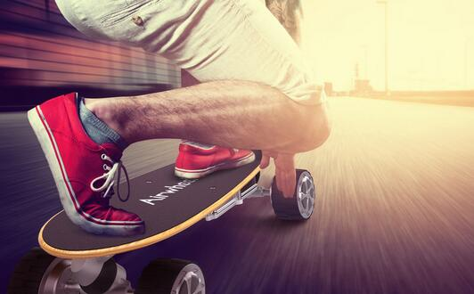 The following will analyze several design details of Airwheel M3 electric skateboard and many people certainly will fall in love with it.
