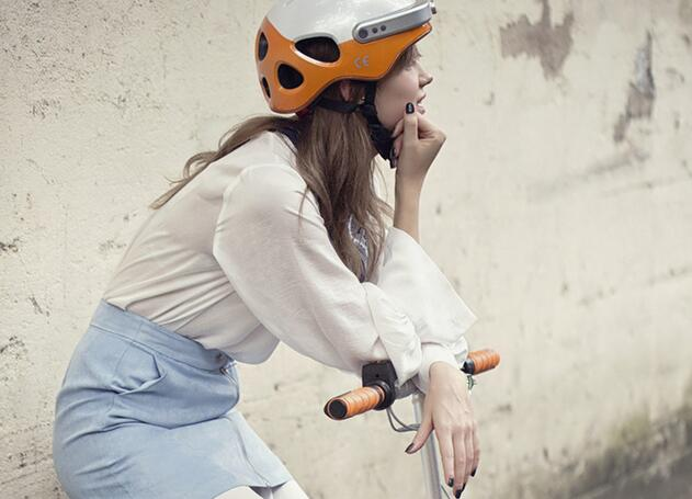 Also, because of the Bluetooth, Airwheel C5 Bluetooth helmet can let riders to answer phones.