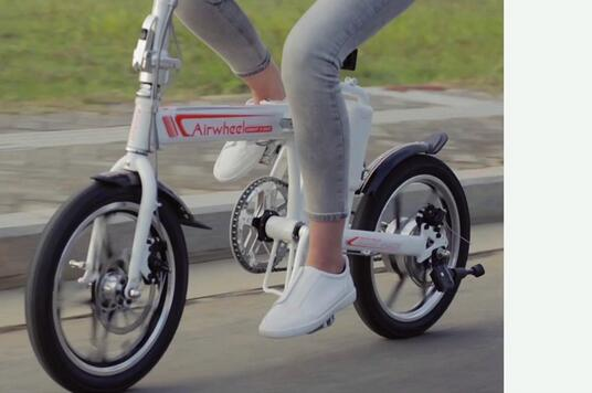 Riding Airwheel R5 is also a good way to relieve stress.