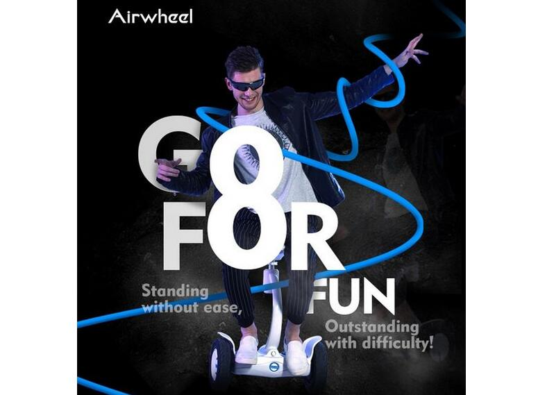 Like S6, Airwheel S8 mini electric scooter is designed without control shaft, so that it sets the riders' hands free with more possibilities.