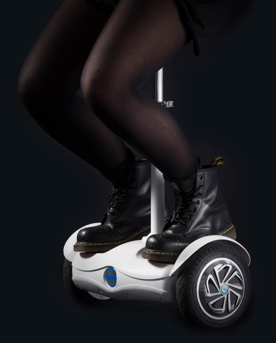 Airwheel S6 dark backround