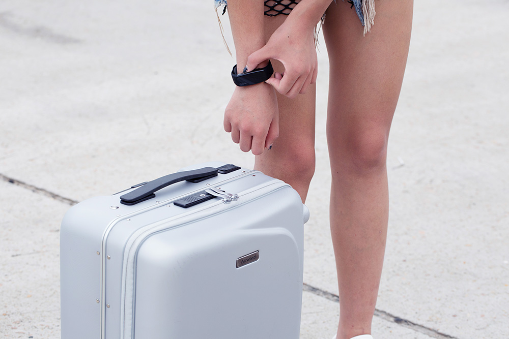 Airwheel SR5 following Luggage