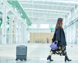 Airwheel SR5 self-following suitcase