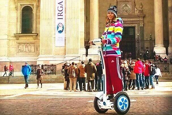 For the coming Mother's Day, prepare an Airwheel intelligent self-balancing scooter.